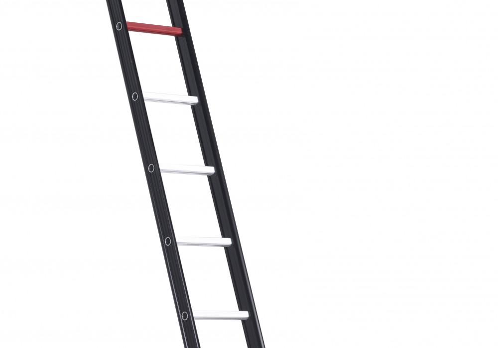 Escalera simple nevada de un tramo seguro en las alturas for Escalera un tramo