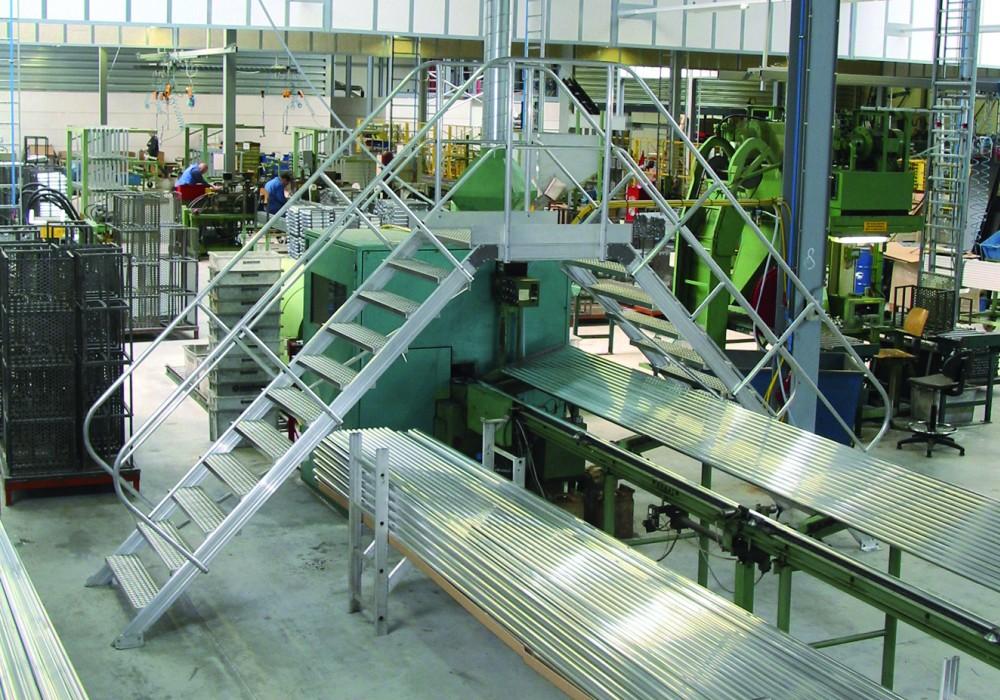 Puente modular industrial altrex sistema modular for Escaleras 45 grados