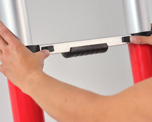 Easily operated telescopic ladder