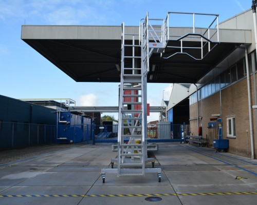 Container ladder for tankers